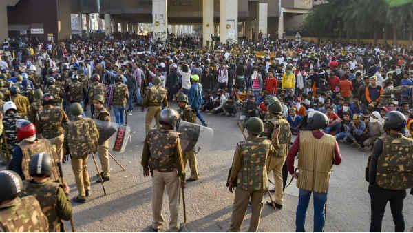 Delhi violence: 2 ప్రత్యేక దర్యాప్తు బృందాల ఏర్పాటు, ఇక కేసులన్నీ బదిలీ