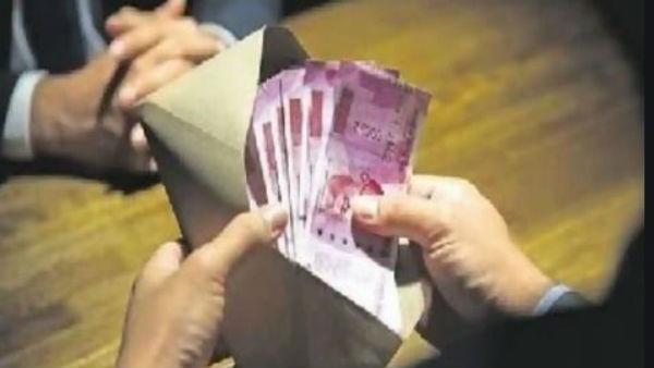 Fact Check: ఉద్యోగస్తుల పెన్షన్లలో 30శాతం కోతంటూ వస్తున్న వార్తల్లో నిజమెంత..?