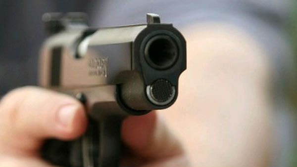 hyderabad police held two youth for allegedly threatening with gun