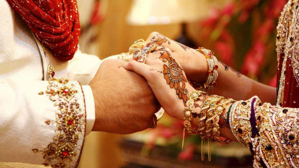 man booked for wedding without waiting covid 19 results in maharashtra