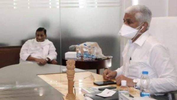 ఘట్టమనేని ఘర్ వాపసీ?: విజయసాయి రెడ్డితో ఆదిశేషగిరి రావు భేటీ: భిన్నాభిప్రాయాలకు