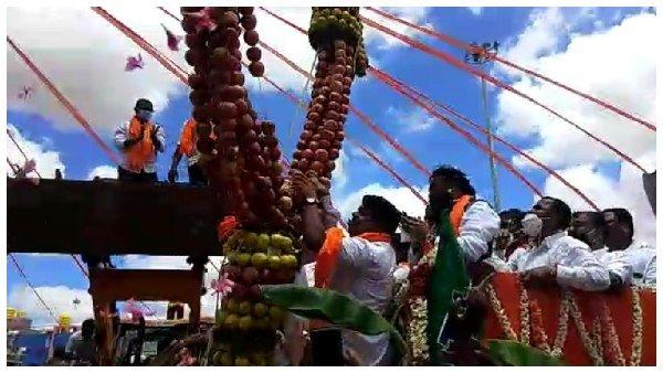 Lockdown: ఆరోగ్య మంత్రికి భారీ స్వాగతం, మనోడే, కరోనాకు హాలిడే, జజ్జనక జనారే జనకుజన జనారే !