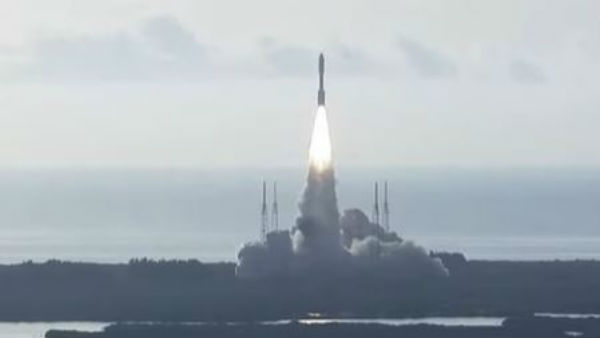 Nasa launches Mars mission in search of evidence of ancient life