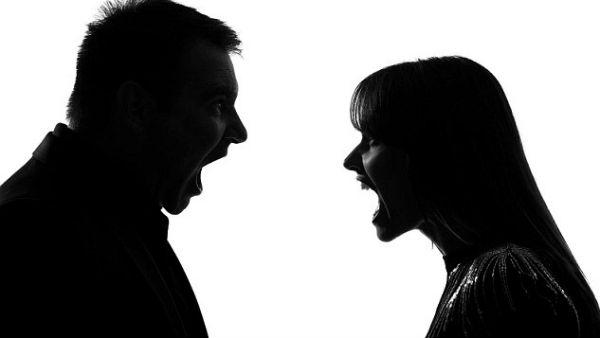 Innocent Wife: భార్యపై అనుమానం, 17 ఏళ్లు కబోడ్ లో దాక్కొని భర్త ఏం చేశాడంటే ? ప్రపంచంలో !