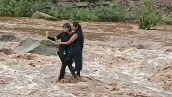 Madhya Pradesh: girls trapped in Pench river while taking selfie, rescued by police