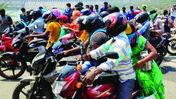 హైదరాబాద్ ను ఖాళీ చేయిస్తున్న కరోనా .. రద్దీ లేని రోడ్లు.. భయం గుప్పిట్లో హైదరాబాదీలు