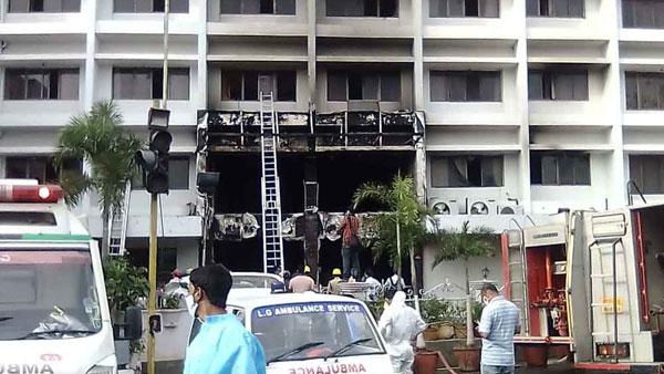 విజయవాడ స్వర్ణ ప్యాలెస్ కోవిడ్ ఆసుపత్రిలో భారీ అగ్నిప్రమాదం:  ఘటనా సమయంలో 40 మందికి పైగా