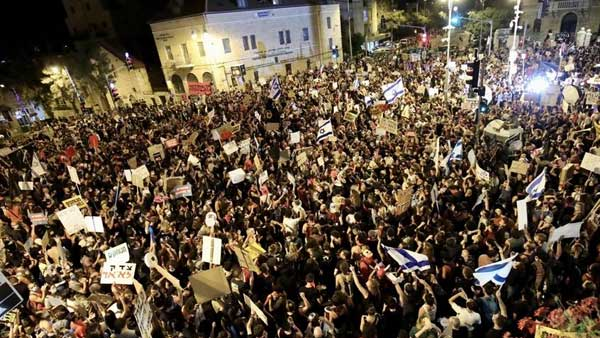 Thousands demonstrate against Benjamin Netanyahu as Israel protests gain strength