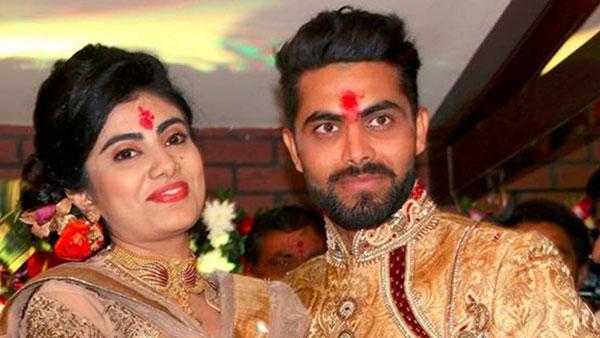 క్రికెటర్ రవీంద్ర జడేజా సతీమణి మాస్కు ధరించలేదు: పోలీసులతో వాగ్వాదం