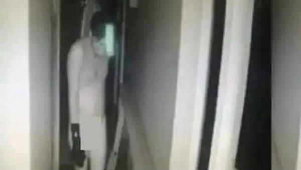 visakhapatnam: A naked thief entered in houses and thefting