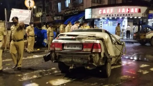 4 dead after speeding car rams into pavement at mumbai..