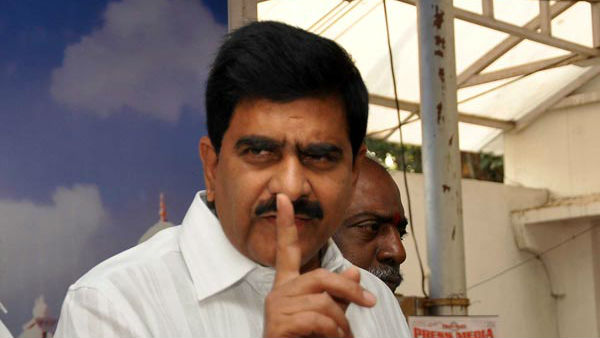 tdp leader deveineni uma demands for cbi inquiry on insider trading in visakhapatnam
