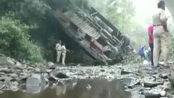 5 killed, 35 injured as bus falls down gorge in Maharashtra.