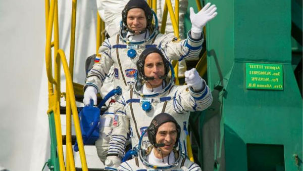 Three astronauts returns to Earth after 196-day mission