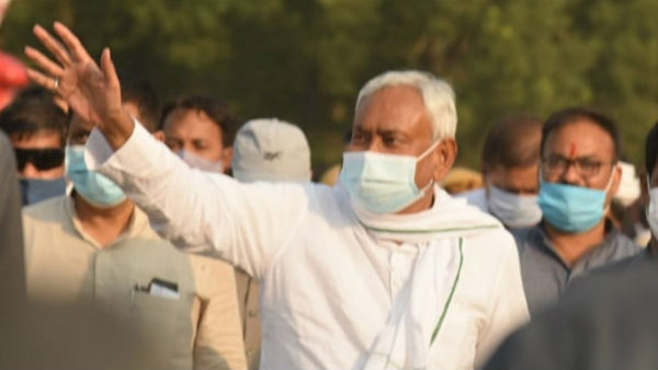 Four held for throwing slipper at Nitish Kumar at election rally in sakra