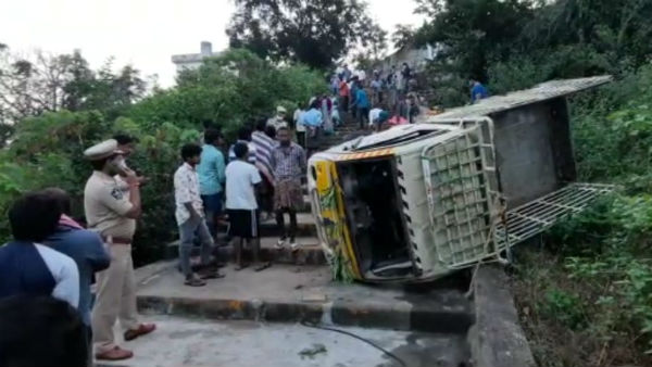 seven died in a wedding van accident due to break fail in gokavaram of east godavari