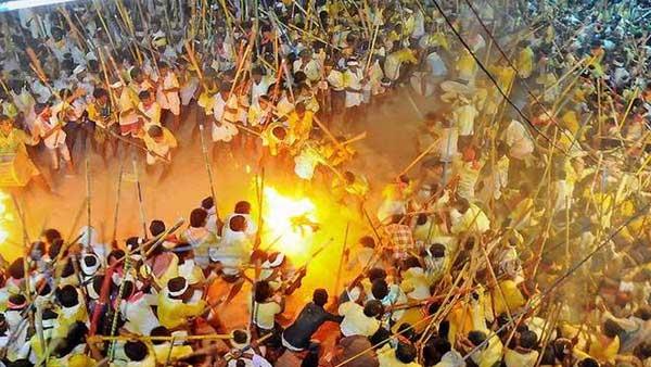 దేవరగట్టు కర్రల సమరం ... పోలీసులకు సవాల్ గా.. 144 సెక్షన్ విధించినా సరే టెన్షన్