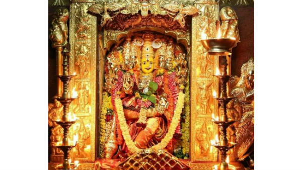 nri devotee donates rs.40 lakh worth gold necklace to vijayawada kanakadurga