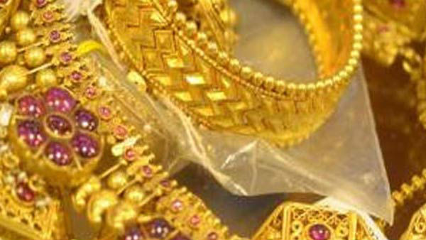 one kg of gold seized by police in srikakulam town on thursday