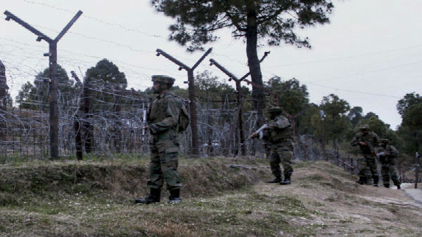 Pakistan steps up attack on LoC, fires artillery guns in Keral, Macchal sectors