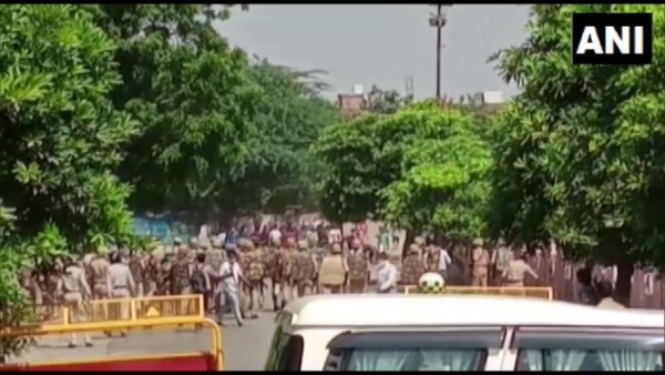 hathras case Stone pelting and clashes between Valmiki community and police in Agra