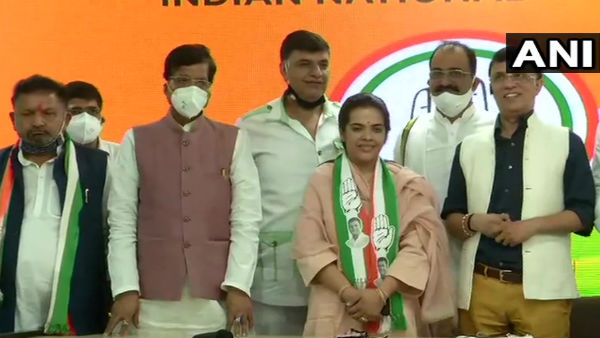 Sharad Yadav's daughter Subhashini joins Congress ahead of Bihar polls