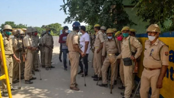 Journalist from Kerala, three others detained on way to Hathras