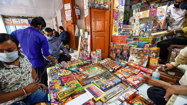 Supreme Court allows sale, use of green firecrackers for 2 hours in Telangana, modifies High Court order on ban