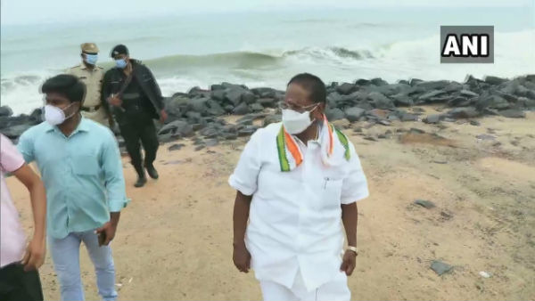 Cyclone Nivar: Puducherry CM Narayanasamy reviews preparations in coastal areas
