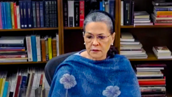 Sonia Gandhi advised to shift out of Delhi for few days in view of her chronic chest infection