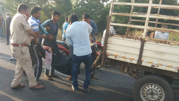 6 killed in accident after car rams into borewell vehicle in near Hyderabad in Telangana