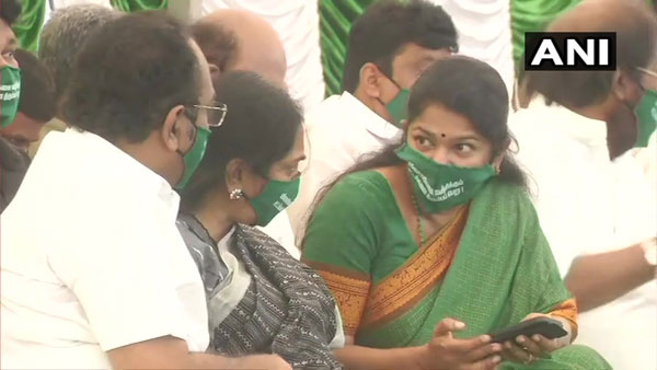 Tamil Nadu: DMK and its allies observe one-day fast in Chennai in support of farmers protest