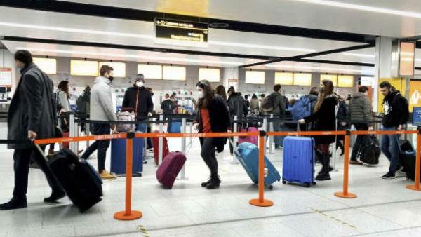 UK returnees: 18 మందికి పాజిటివ్, టచ్ లో 146 మంది, గిర్రున తిరిగేశారు, ఇళ్లకు పోస్టర్లు, బ్యారికేడ్లు !