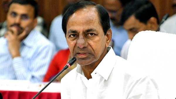kaleshwaram tour cm kcr performs special puja at mukteshwara swamy temple