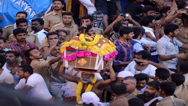Thiruvabharanam procession has commenced on Tuesday morning from Pandalam Valiyakoikkal Dharmasastha temple.
