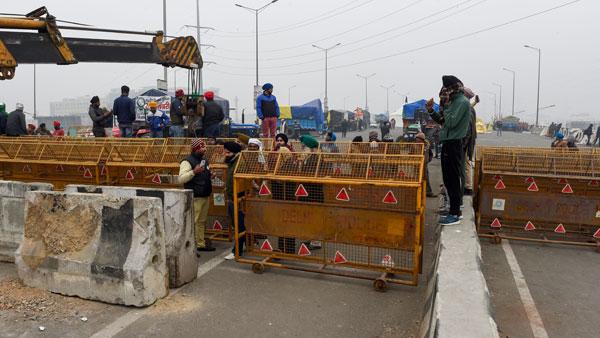 ఢిల్లీలో చక్కా జామ్ లేకున్నా పోలీసుల భద్రతపై రైతుల ఆసక్తికర వ్యాఖ్యలు