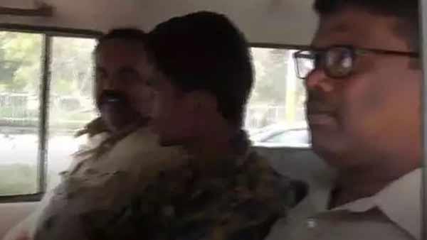 love story: నా గర్ల్ ఫ్రెండ్ కు మరో బాయ్ ఫ్రెండ్, కాలేజ్ లో లవర్ గొంతు కోసిన బాలక్రిష్ణ !