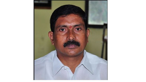 former mlc pula ravinder resign to trs party amid teachers protests for prc