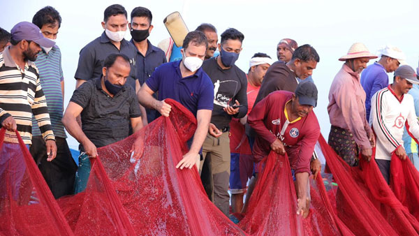 Kerala: Rahul interacts with fishermen at Thangassery; ventures into sea