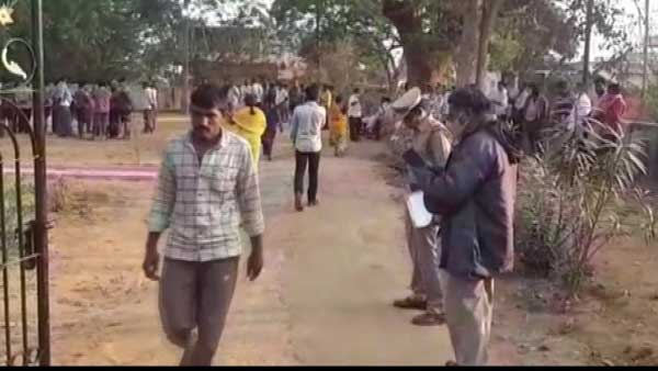 6 people died and 6 sustained injuries after a lorry hit an auto in Krishna district