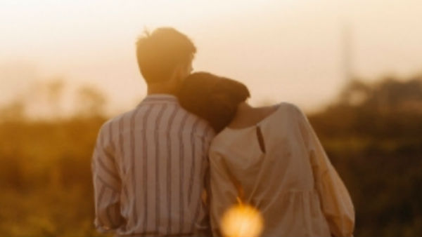 lovers: ప్రియురాలు టమోటో, పెళ్లికూతురు దొండపండు, పెళ్లికి బెడ్ రూమ్ ఫొటోలు గిఫ్ట్, ఫినిష్ !