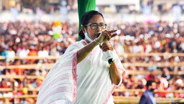 దీదీపై దాడితో ఢిల్లీకి చేరిన పంచాయితీ .. టీఎంసీ ఎన్నికల మ్యానిఫెస్టో విడుదల వాయిదా