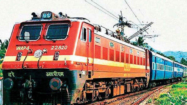 Engine of danapur Express gets detached, runs without coaches in station ghanpur