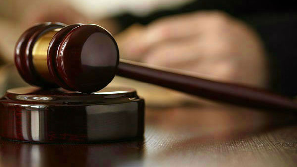 Man throws slipper at sessions court judge gets two years jail in maharashtra