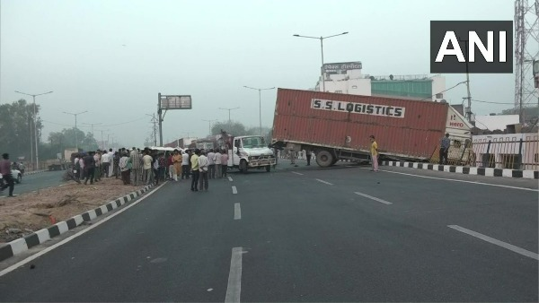 8 people killed in a collision between a truck and a car near Agra