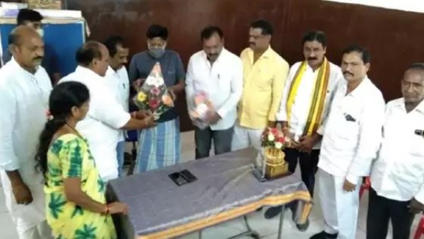 vizag seven tdp corporators meet ysrcp mla tippala nagireddy tdp seeks explanation
