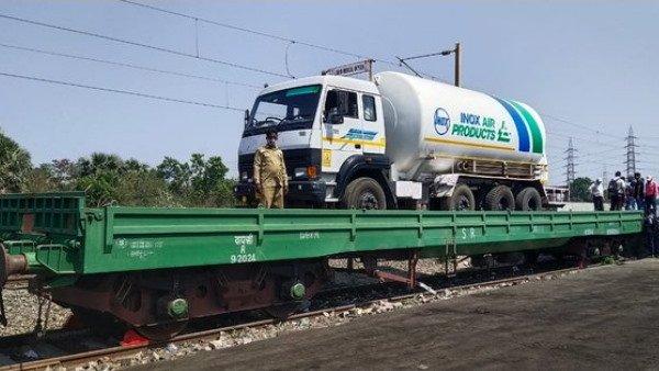 'ఆక్సిజన్ ఎక్స్ప్రెస్': ఎల్ఎంఓ కొరత తీర్చేందుకు భారత రైల్వే కీలక నిర్ణయం