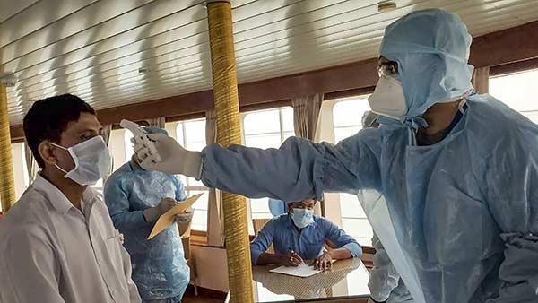 Coronavirus: 80 శాతం కేసులు ఆ 10 రాష్ట్రాల్లోనే, అక్కడ ఒక్కరు కూడా ?, హే భగవాన్!