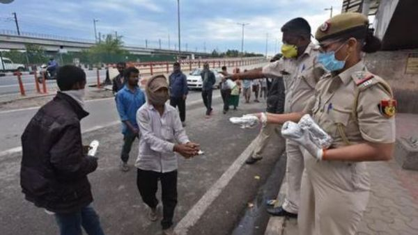 Coronavirus:Delhi Police acts with humanity, Have a look as what they are doing