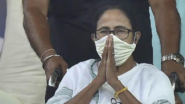 mamata banerjee gets EC notice over gherao CRPF remark
